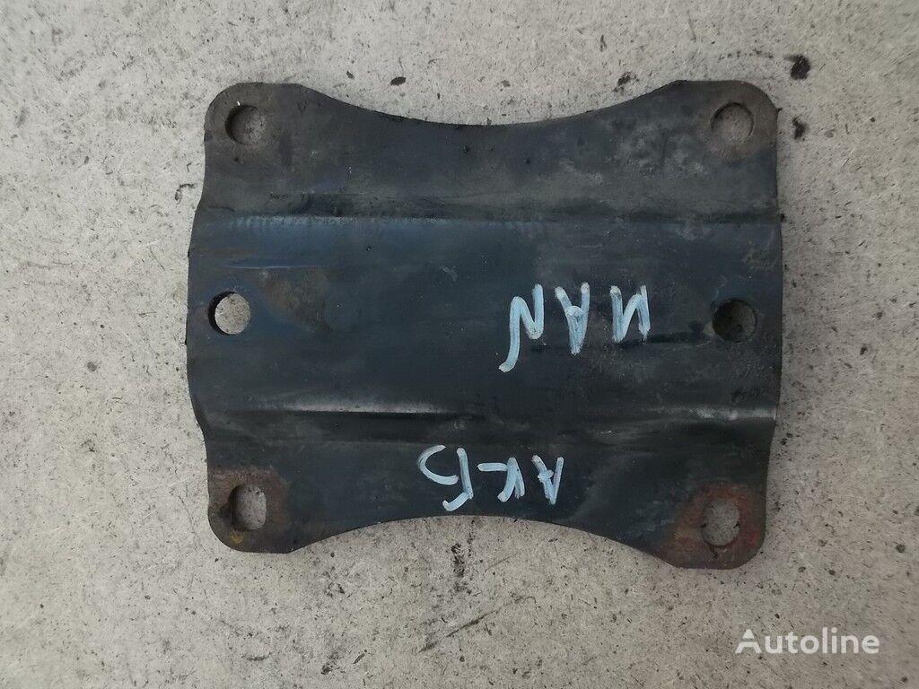 крепежные элементы  Промежуточный держатель аккумуляторного ящика MAN для грузовика
