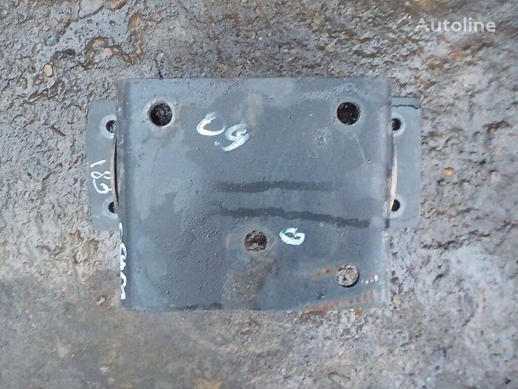 крепежные элементы  Iveco Кронштейн осушителя для грузовика