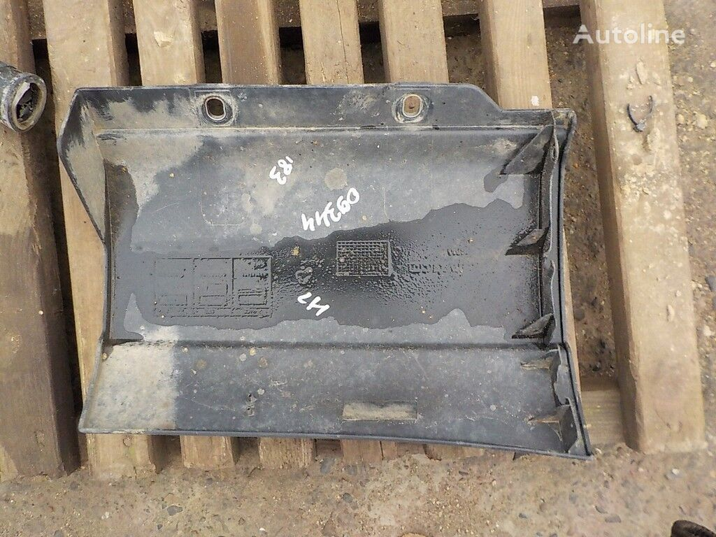 крепежные элементы  Накладка подножки LH для грузовика IVECO