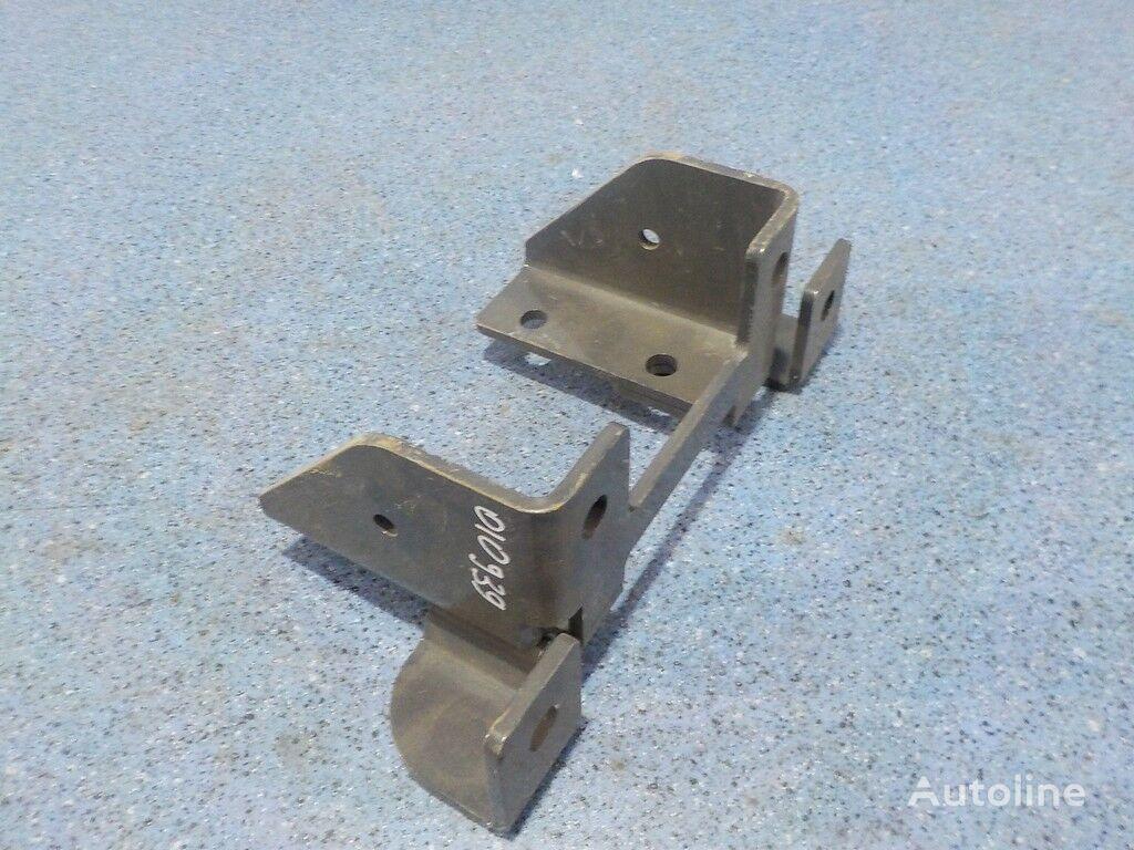 крепежные элементы  Кронштейн крепления брызговика для грузовика SCANIA