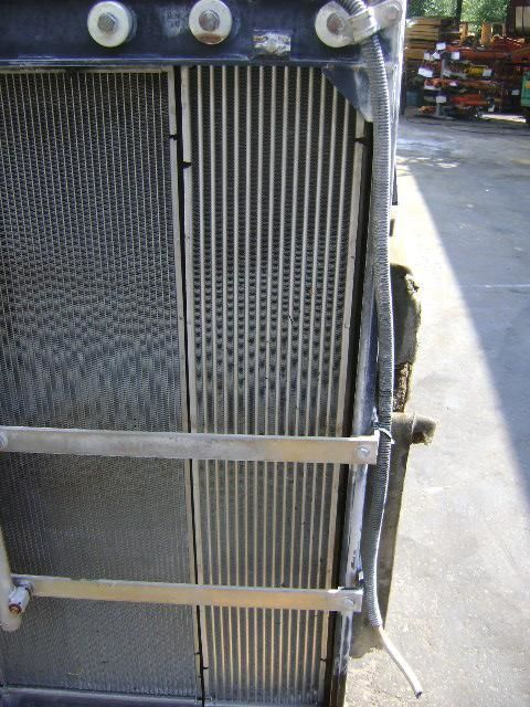радиатор охлаждения двигателя для экскаватора NEW HOLLAND E 385 B