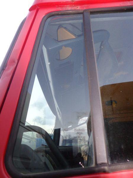 стекло  неподъемное для тягача DAF XF