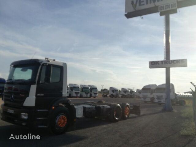 грузовик шасси MERCEDES-BENZ 2528L 3 EJES ADR