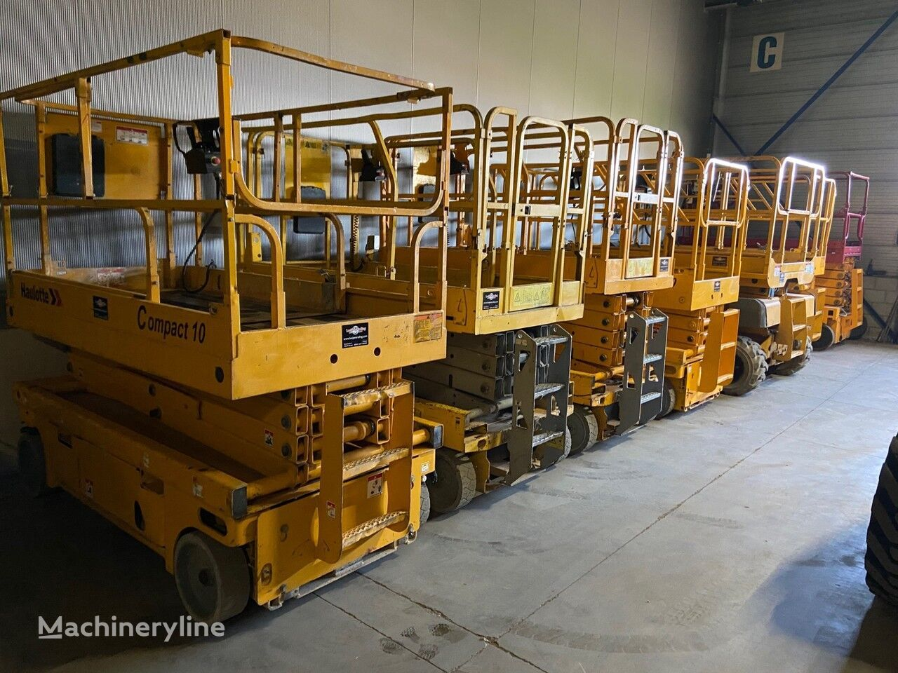 ножничный подъемник Onbekend We have over 30 electric scissorlift in stock !!!