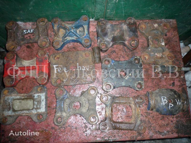 крепежные элементы - кронштейны, болты, шпильки, гайки и пр. б/у для полуприцепа