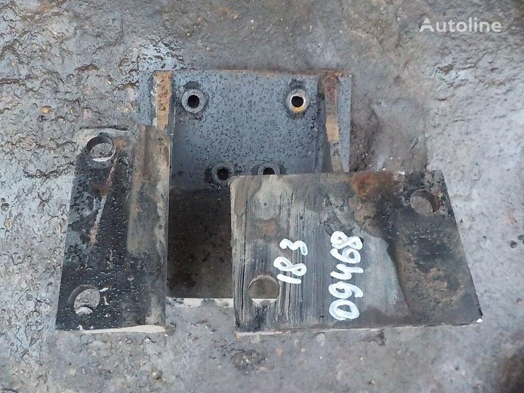 крепежные элементы Кронштейн КПП LH Iveco для грузовика