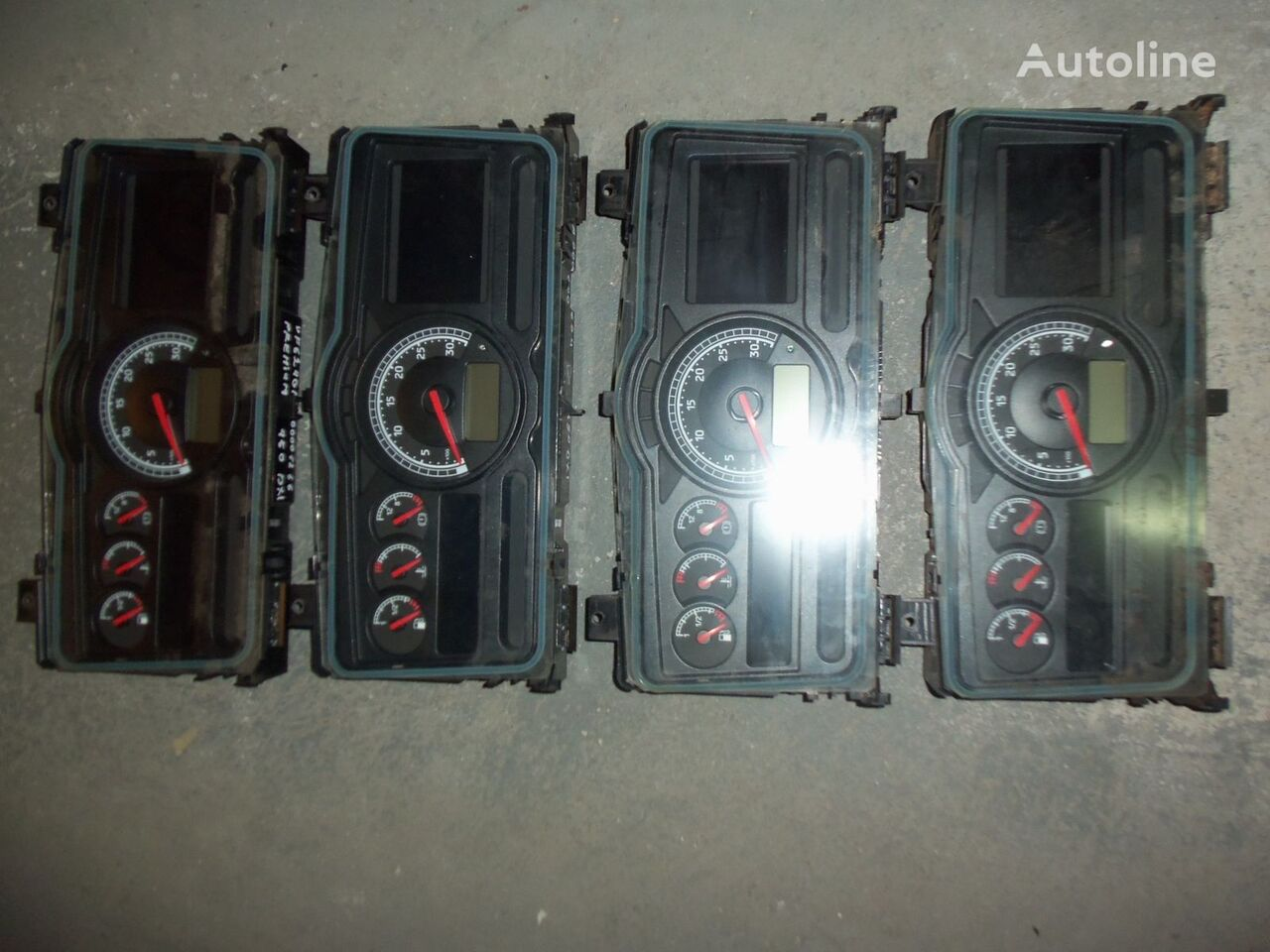 панель приборов RENAULT instrument panel, dashboard, 7420771818 для тягача RENAULT Premium DXI
