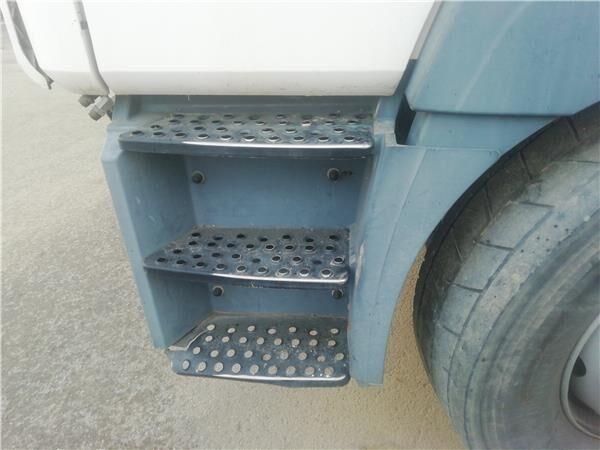 подножка Peldaño Chasis Izquierdo MAN M 2000 M  25.2X4   E2 Chasis   MNLC для грузовика MAN M 2000 M 25.2X4 E2 Chasis MNLC 25.284 E 2 [6,9 Ltr. - 206 kW Diesel]