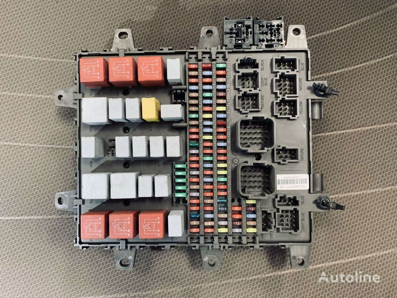 предохранительная коробка RENAULT (518849203) для грузовика RENAULT MAGNUM