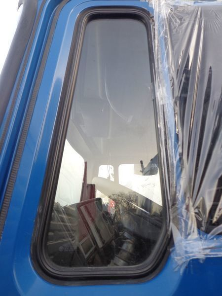 стекло MAN неподъемное для грузовика MAN 14